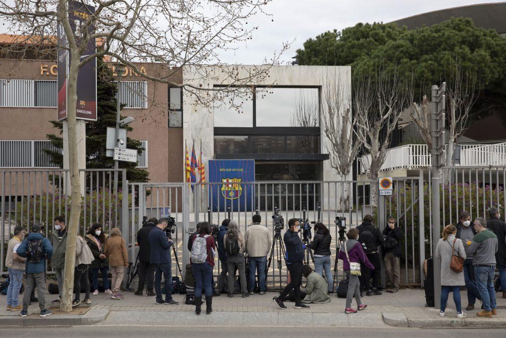 लालिगा क्लब बार्सिलोनाको अफिसमा प्रहरीको छापा, ४ जना पक्राउ