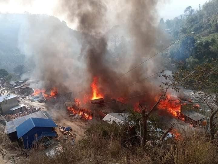 ताप्लेजुङका अग्नी पिडितलाई दिर्घकालिन व्यवस्थापन गर्न योगेश भट्टराईको नेतृत्वमा गृह मन्त्रीलाई ज्ञापन पत्र
