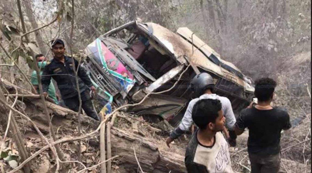 पूर्वी नवलपरासीको दाउन्नेमा यात्रु बस दुर्घटना: ३१ जना घाइतेमध्ये ५ को अवस्था गम्भीर