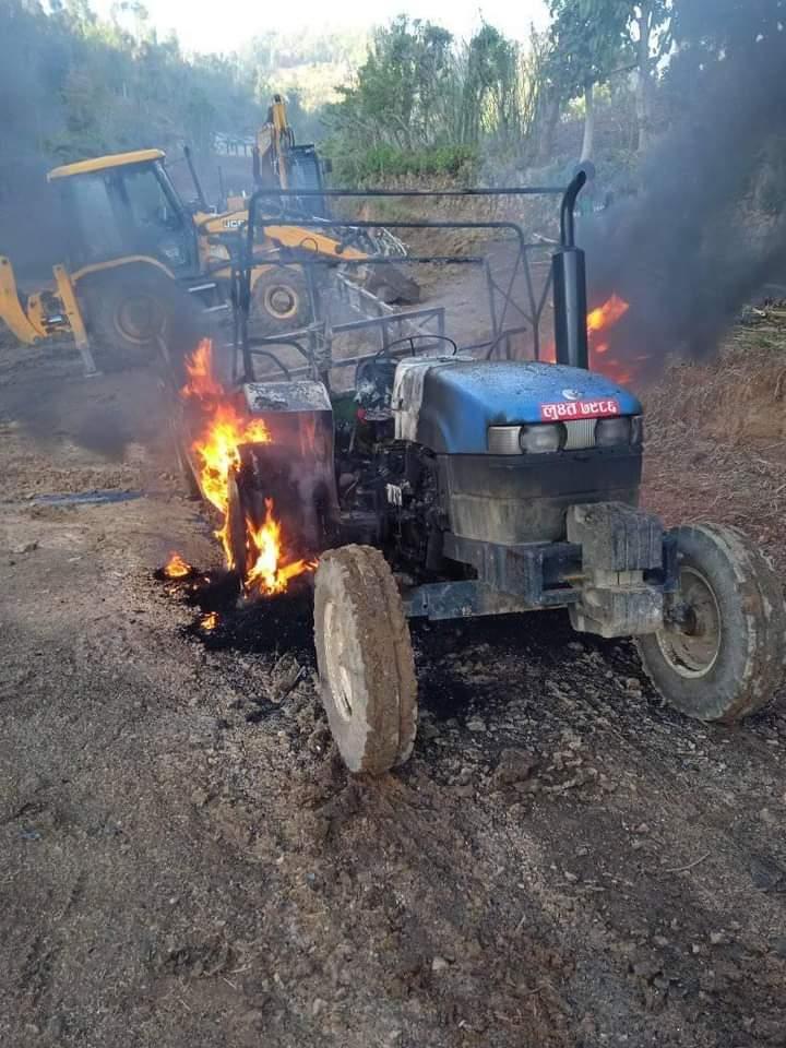गुल्मी रेसुङ्गा नगरपालिका वडा नम्बर ६ चेक्मी स्थित ट्याक्टरमा अज्ञात समूहद्धारा आगजनि