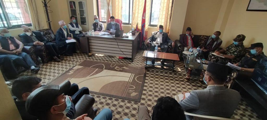 सभामुख सापकोटाको प्रमुख आथित्यतामा बसेको बैठक:सरकारको निर्णय विपरीत सिन्धुपाल्चोकमा विद्यालय बन्द नहुने निर्णय
