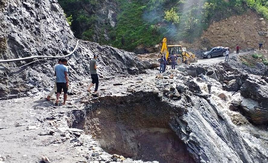 सडक भासिँदा जयपृथ्वी राजमार्ग अवरुद्ध